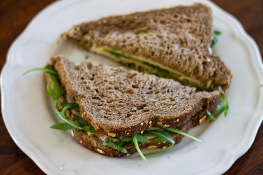Sandwich kip / pesto / oude kaas