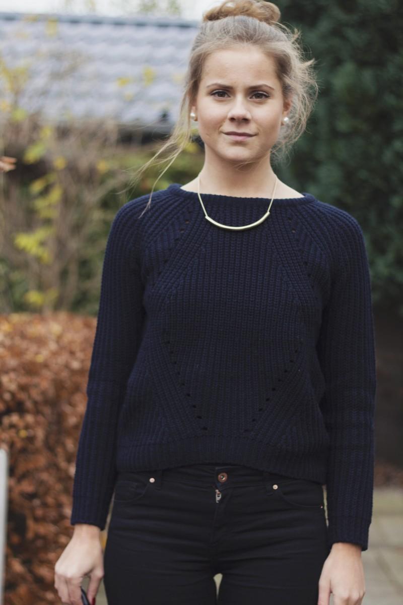 Outfit zwarte skinny blauwe trui 5