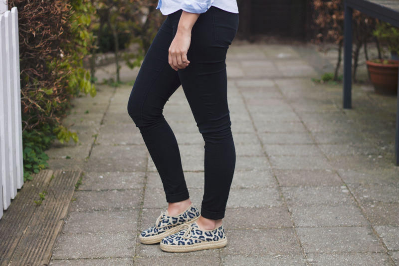 Blue-blouse-leopard-espadrilles-4